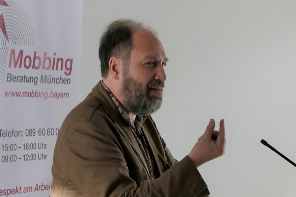 Joerg Meier praesentiert den Mobbing Fall